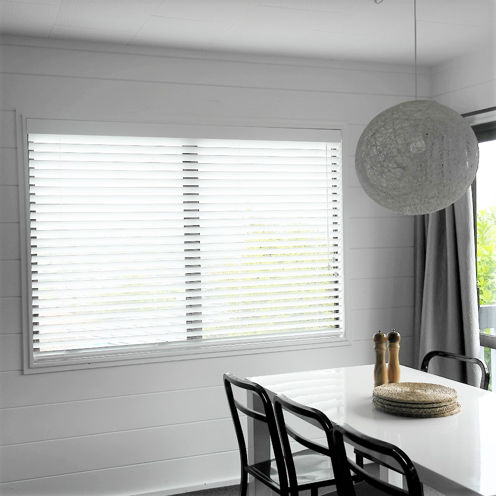 Venetian Blinds for a Dining Room